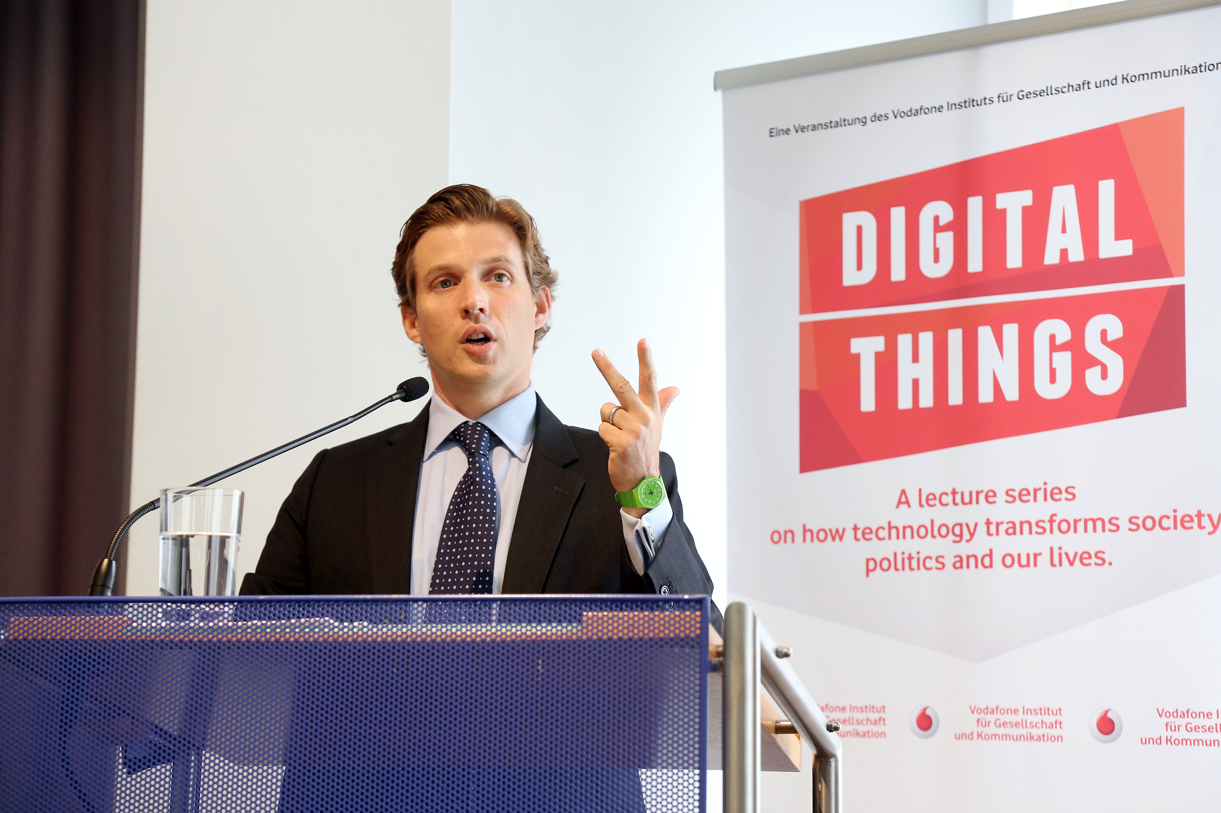 "Alec Ross and Dirk Brengelmann opened the Vodafone Institute's latest lecture series ""Digital Things"""