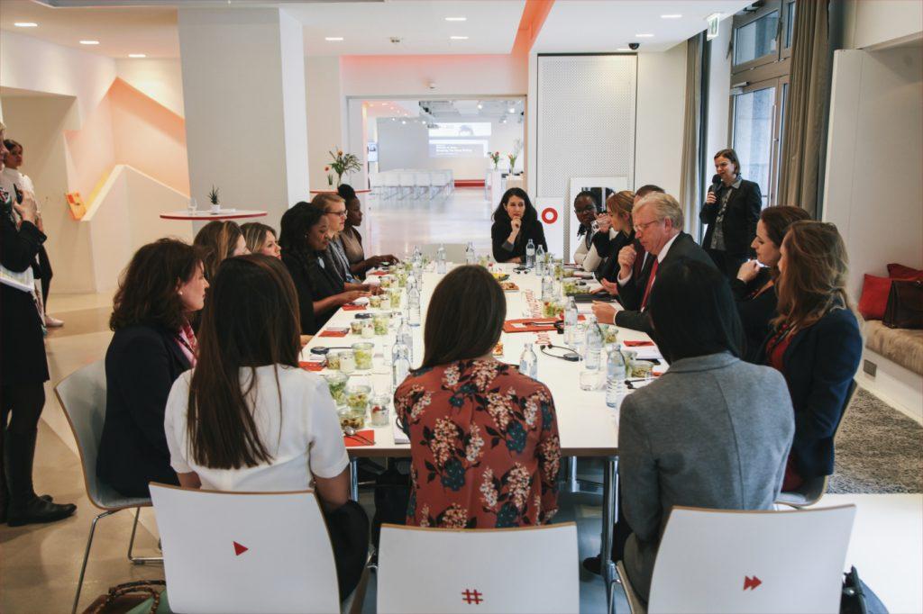Roundtable Bild Vodafone Institute